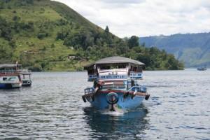 lake-toba-ferry