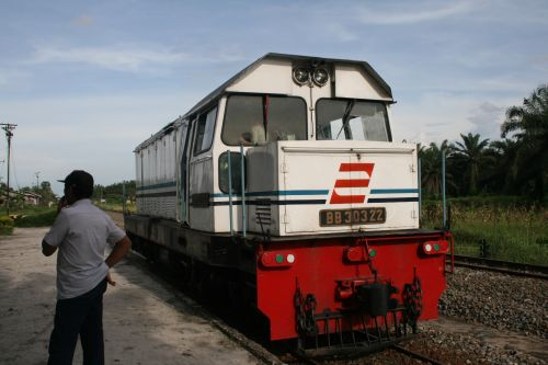 train-travel-indonesia